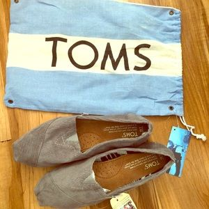 BNWT Toms shoes 💙